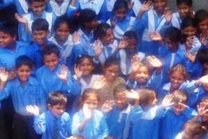 pakistan.schoolkinderen.zwaaien