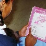 Pakistan kind leest leerboek